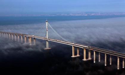 Мост через залив Цзяочжоувань. Фото KeystoneUSA-Zuma/Rex Features