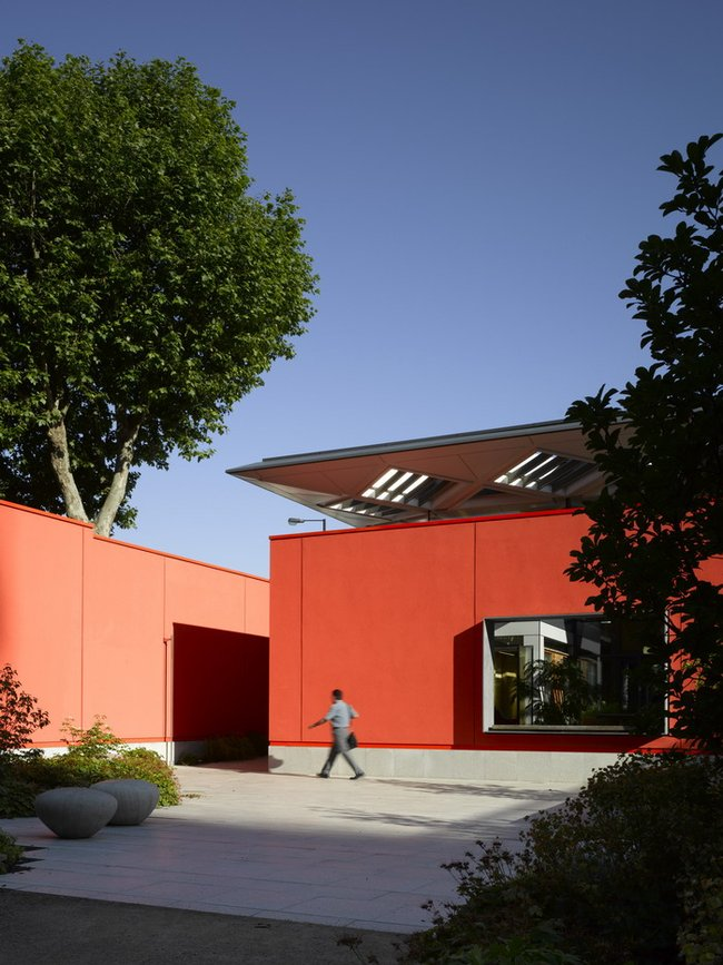 Natural and Therapeutical Hospital Design Building for Center of Cancer.