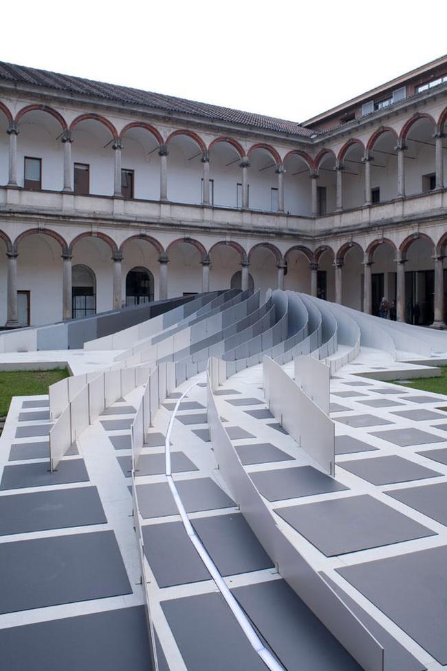 Италия, Милан.  Заха Хадид, 2011. постройка.