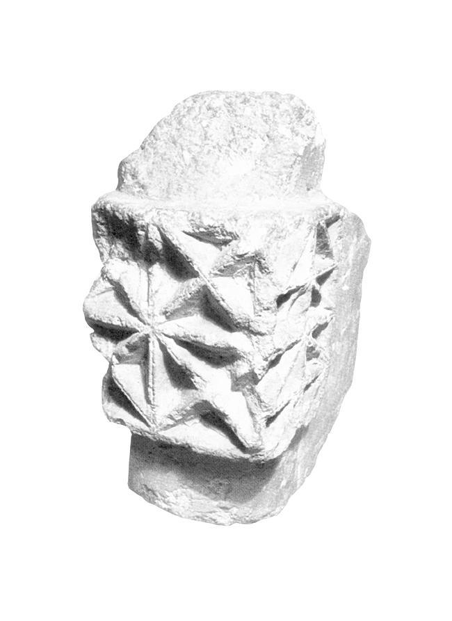 Резная деталь, найденная археологами при раскопках Успенского собора в Ярославле, и ставшая основой для орнаментального решения фасадов гостиницы