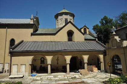 Армянский собор во Львове. Внешний вид с юга.