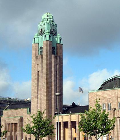 8. Часовая башня вокзала в Хельсинки (арх. Э.Сааринен, 1910).