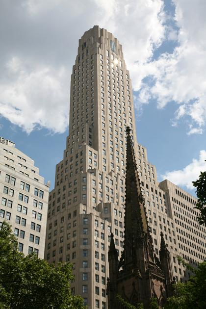 13. Ирвинг Траст Компани билдинг в Нью-Йорке (арх.  Р.Уалкер, с 1929). Фото Андрея Бархина