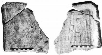 Рис. 7. Черепица середины X в. с квадратным «вавилоном». Рис. 8. Оборотная сторона той же черепицы с прямоугольным «вавилоном». Таманское городище. Раскопки 1953 г.