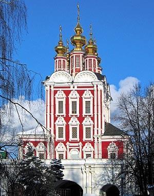 Надвратный храм Преображения Новодевичьего монастыря